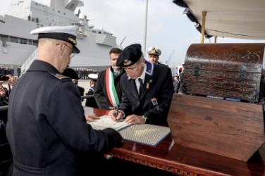 Avv. Bortolotti firma il registro d'onore