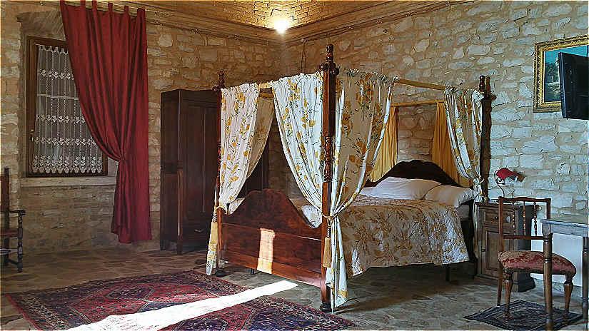 Letti A Baldacchino Antichi : Antico letto a baldacchino con mosaico nel xvii secolo canonica