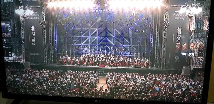 Piazza Duomo Milano Orchestra Fliarmonica La Scala