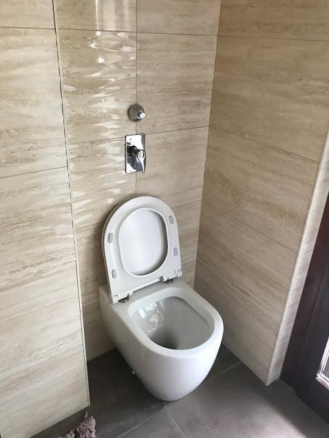 Bagni: ristrutturazione bagni da � 5.500,00 comprende fornitura di piastrelle da capitolato,sanitari da capitolato filo muro, bid�, wc, piatto doccia 70x70, rubinetteria, saliscendi esterno con doccetta e soffione.