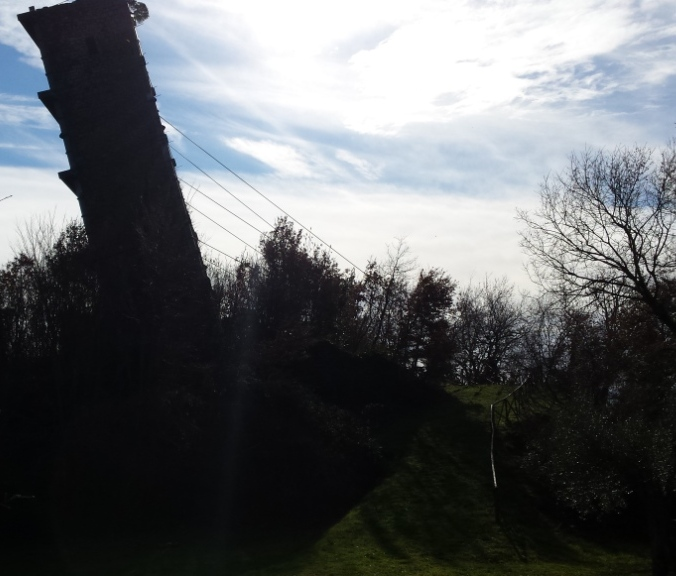 la torre pendente di Vernazzano