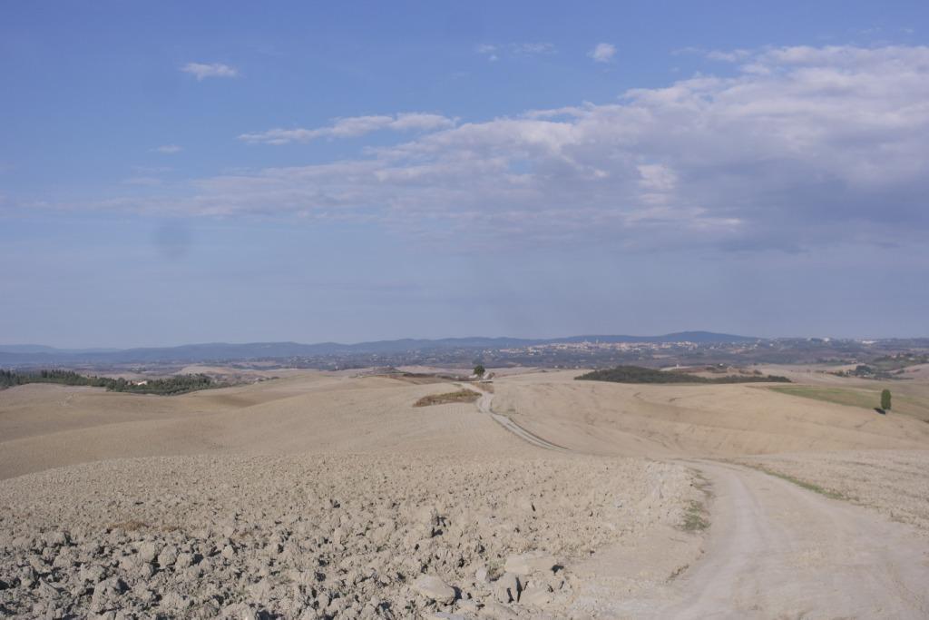 strada di campo tra Leonina e Mucigliani