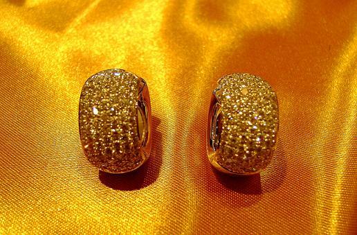 Orecchini a cerchio bombati con Diamanti