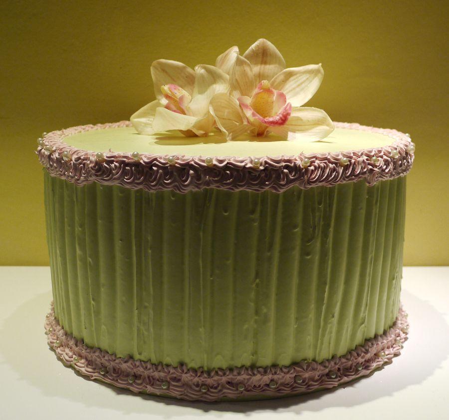 torta verde con orchidee e panna rosa