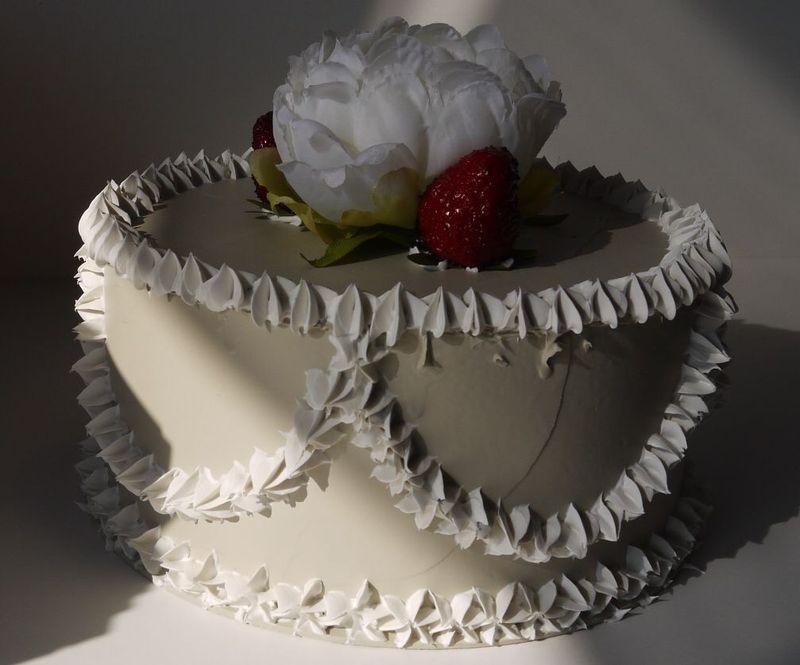 torta con fiore e fragole