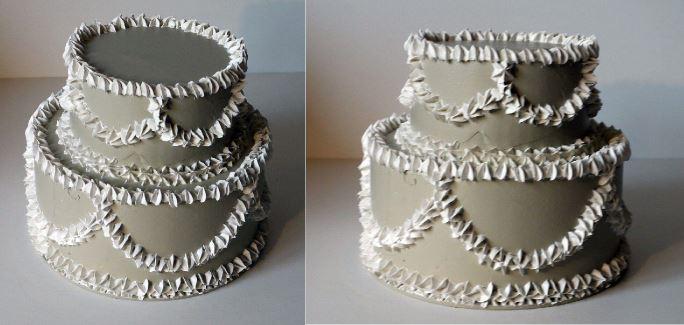 torta decorativa a 2 piani colore avorio, diametro 22 cm., personalizzabile con fiori o frutti
