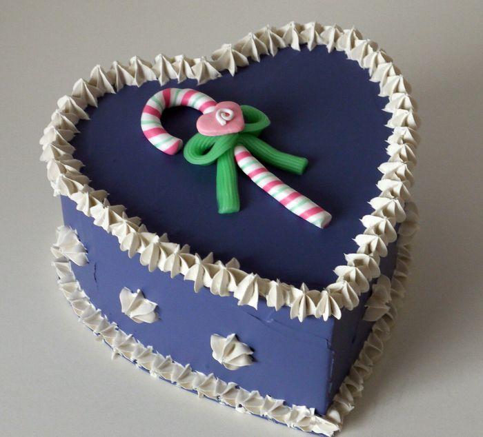 torta a cuore con caramella